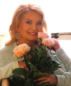 Lynn Anderson with her rose